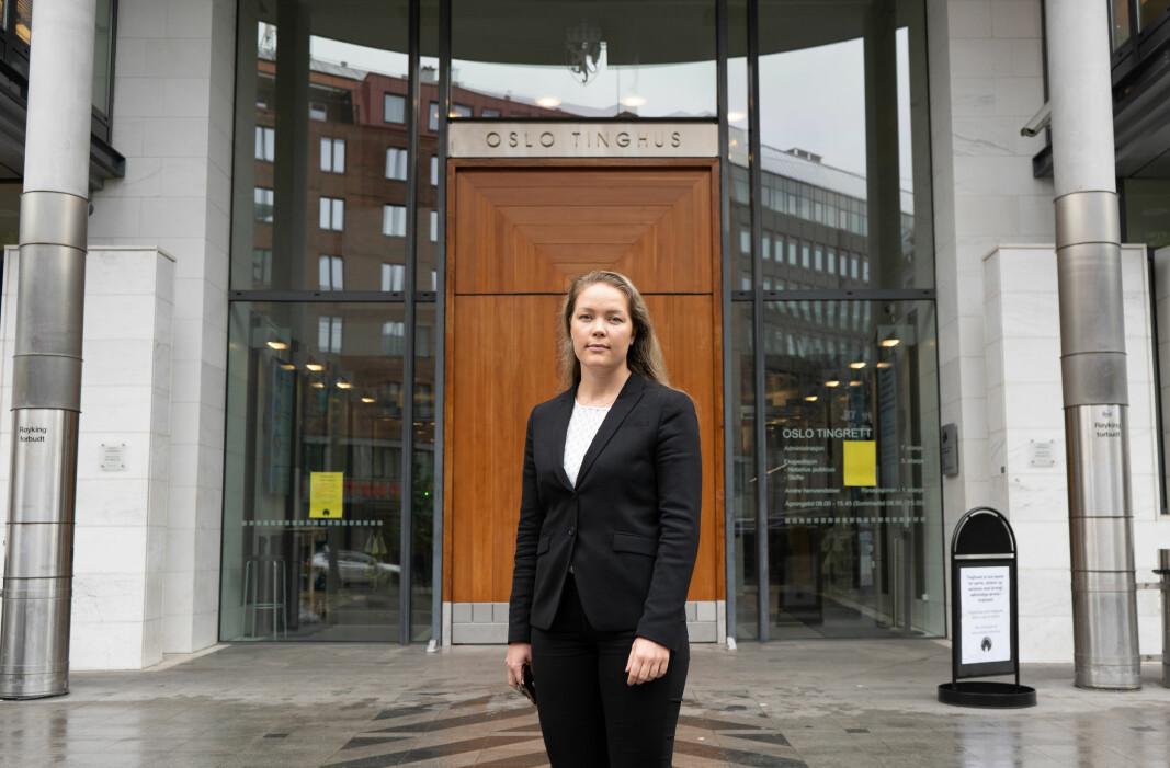 Juni Solbrække skal begynne på masterstudiet i juss i USA denne høsten. Nedsatt kapasitet og dårlig saksbehandling truer utenlandsstudiene hennes.