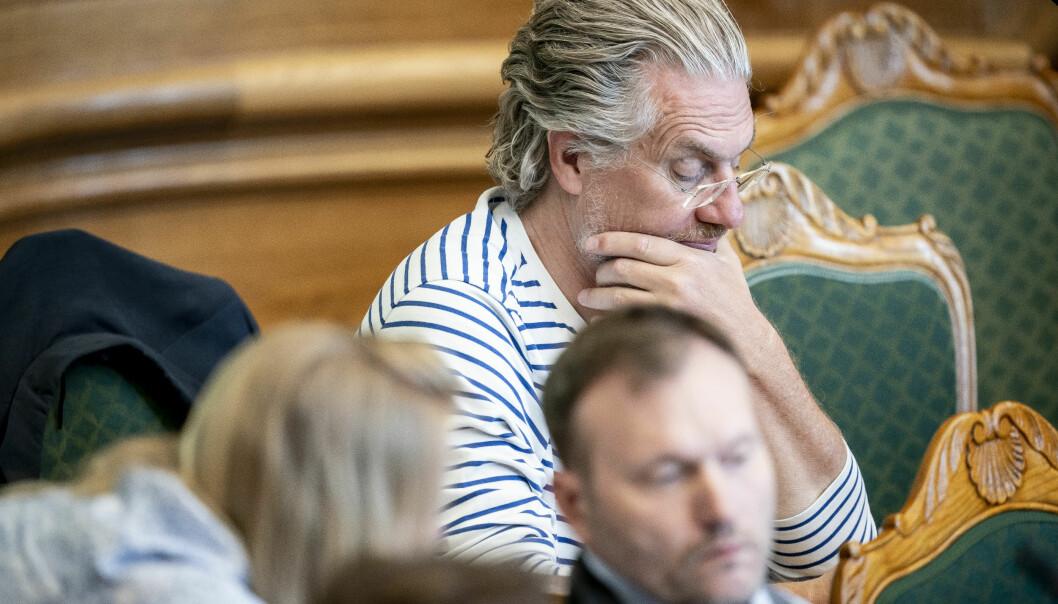 Som i Danmark, ser vi tendenser i Norge til å marginalisere fagfelt som kritiserer makthavere og tunge politiske mål, skriver innleggforfatterne. På bildet er Henrik Dahl (LA) under møte i Folketingssalen,1. juni 2021, hvor han hevdet at identitetspolitikk og antivitenskap er et problem ved danske universiteter. (Foto: Mads Claus Rasmussen/Ritzau Scanpix)