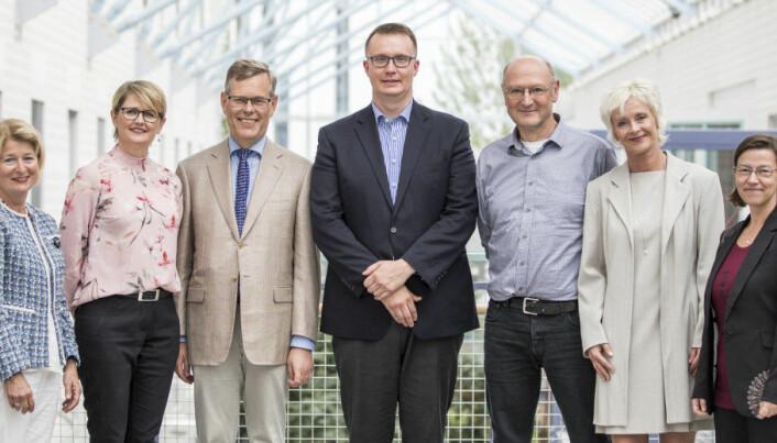 I 2018 ble UiTs andre pulje med meritterte undervisere utnevnt. Professor Tore Nesset er en av dem , nummer tre fra venstre.