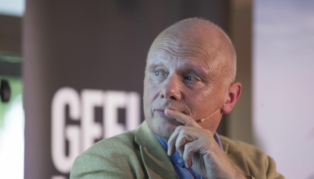 Jussprofessor Johan Giertsen mener det er flere forskjeller mellom avskjedigelsen av historiker Nedkvitne ved UiO for ti år siden og den pågående avskjedssaken mot Eikrem ved NTNU.