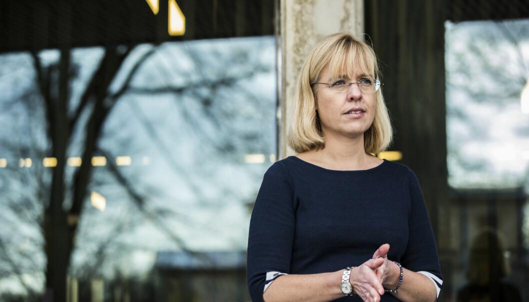 Eit fåtal av utdanningsinstitusjonane brukar minst 25 prosent av begge målformer - slik dei skal. Språkrådsdirektør Åse Wetås har no sendt strenge brev til fleire av dei.
