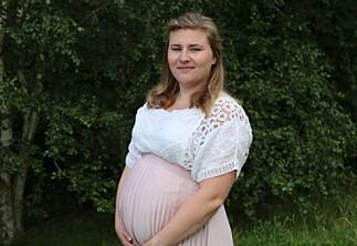 Veronica skal føde ved studiestart, men høgskolen krever fysisk oppmøte