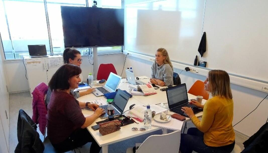 Studenter ved grunnskolelærerutdanning USN-Studiesenteret Midt-Troms. Fra venstre: Hilde Kristin Johnsen, Karina Marie Rong, Charlen Jakobsen og Ingrid Elise Fauske