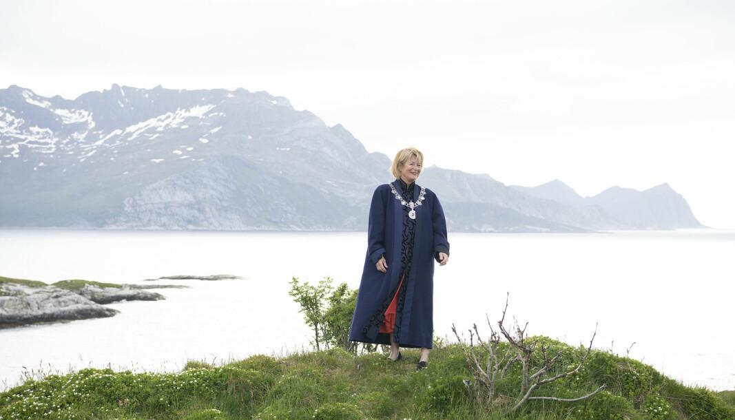 Anne Husebekk har tatt av seg rektorkjedet nå og levert det videre til Dag Rune Olsen. 15. september ble hun og rektoratet takket med en avskjedsmiddag.
