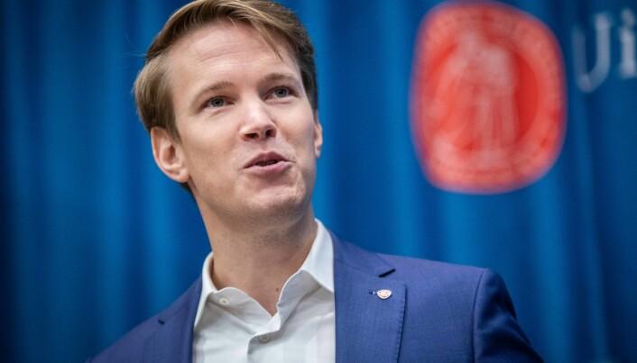 Utdanningspolitisk talsperson i Arbeiderpartiet, Torstein Tvedt Solberg, mener antallet søkere som venter på å få tilbud om studieplass er urovekkende.