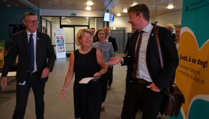Nåværende rektor Dag Rune Olsen, tidligere rektor Anne Husebekk og Henrik Asheim hadde en fin tone seg imellom.
