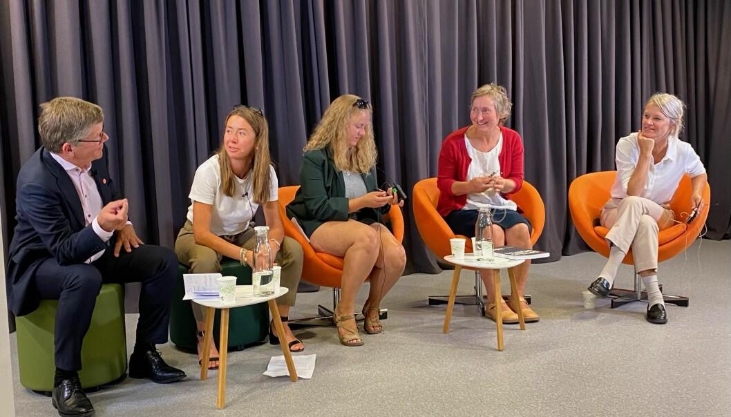 Rektor Svein Stølen ved Universitetet i Oslo. direktør i Forleggerforeningen Heidi Austlid, NSO-leder Tuva Todnem Lund, professor Magnhild Selås og Nina Sandberg (Ap) debatterte norsk versus engelsk som fagspråk i akademia.
