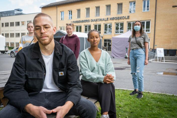 Simon Arnold Halvorsen, Tale Elida Njå, Amalie Birgitte Øksendal og Silje Skjærli studerer sykepleie ved Lovisenberg Diakonale høgskole, men er misfornøyde med praksisen de nå tilbys.
