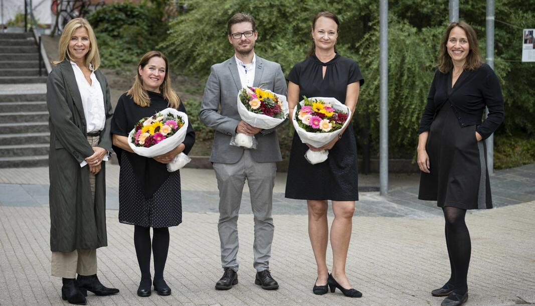 OsloMet har fått tre nye meritterte undervisere; Eva Hadler Vihovde, Kyrre Begnum og Tone Dahl-Michelsen. Fungerende rektor Nina Waaler (t.v.) og fungerende prorektor Silje B. Fekjær (t.h.) sto for tildelingen.