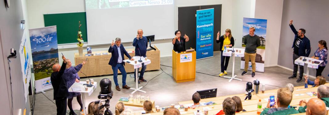 Seks av åtte tilstedeværende politiske partier - blan annet alle de rødgrønne - sier her ja til gejnreisning av Høgskolen i Nesna . Debatten fant sted på Nesna i slutten av august.