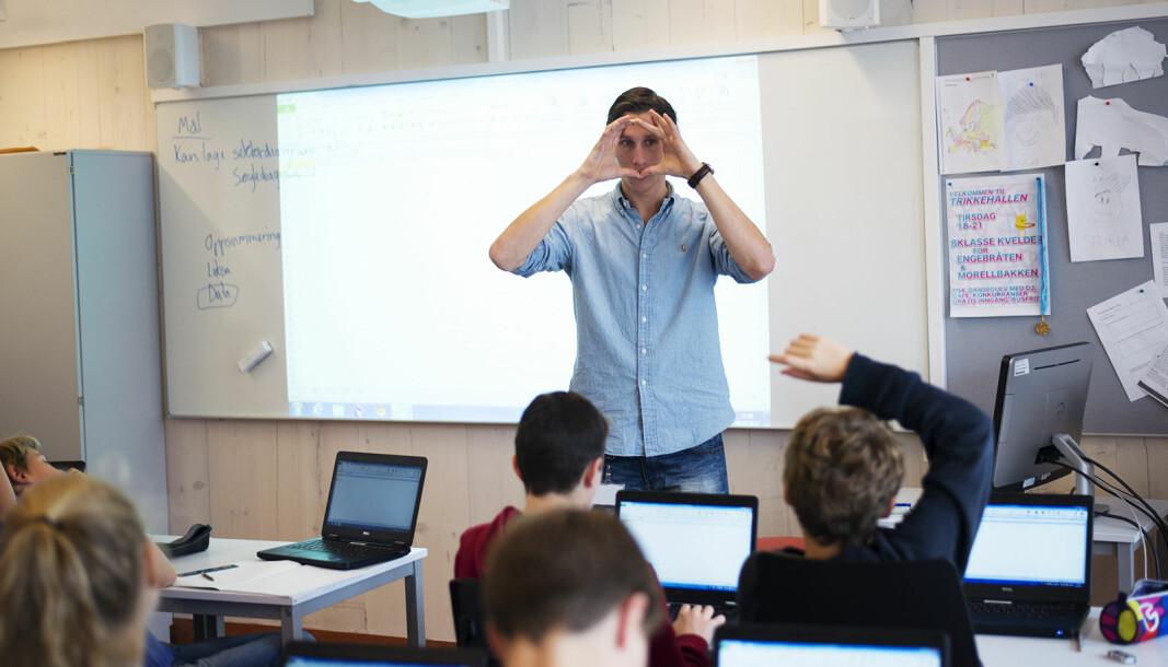 Rekrutteringa til lærerutdanninga går nedover og statistikken over bruken av lærere uten godkjent utdanning går oppover, skriver innleggsforfatterne