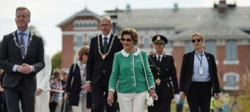 Dronningen på besøk da Veterinærbygget åpnet