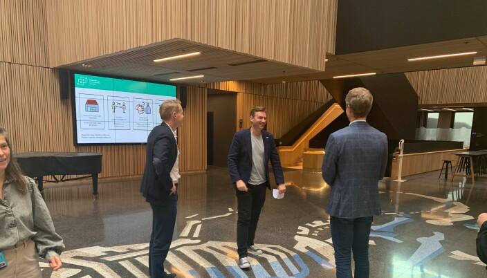 God stemning da Henrik Asheim besøkte NMBU fredag og la fram strategi for digital samhandling ved universiteter og høgskoler. Sammen med Solve Sæbø og universitetsdirektør Lars Atle Holm.