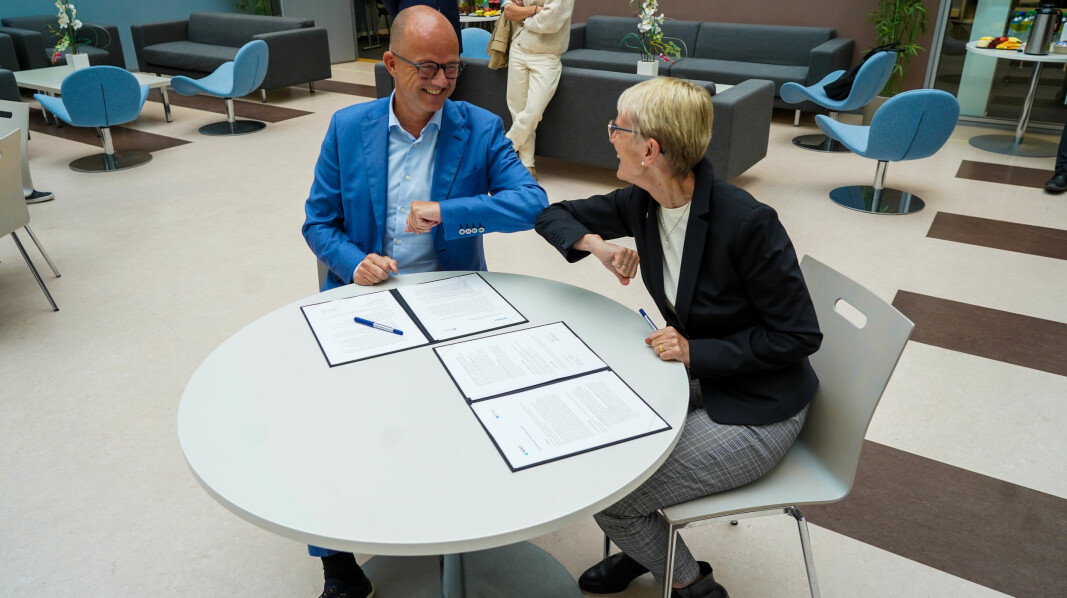 Administrerende direktør i NHO, Ole Erik Almlid og Rektor ved NTNU Anne Borg var begge fornøyde etter signeringen.