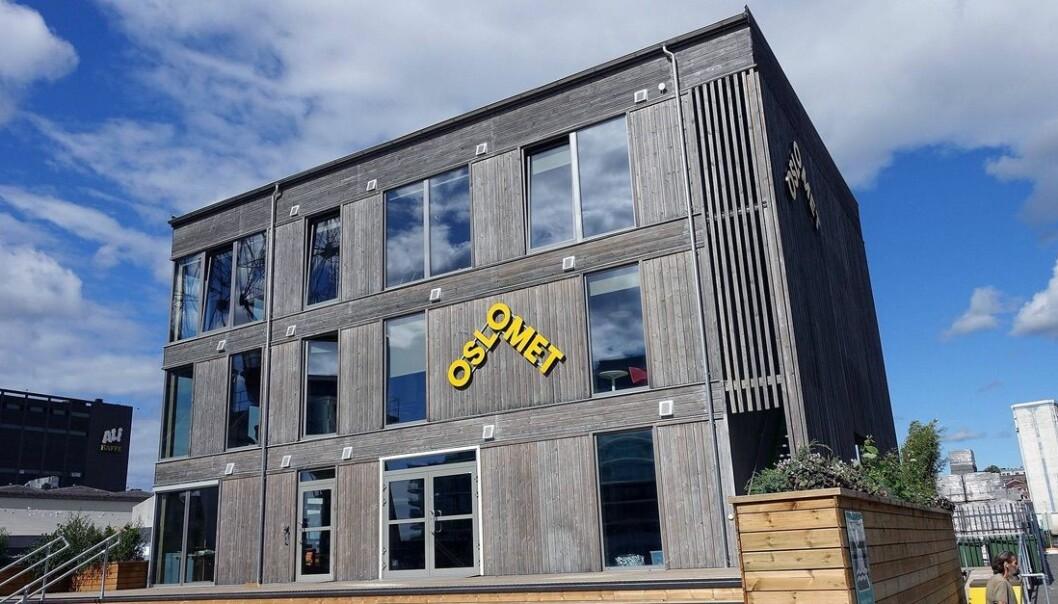 Nybygg med logo er på plass på Filipstadkaien. Havlaboratoriet åpnet 10.september.
