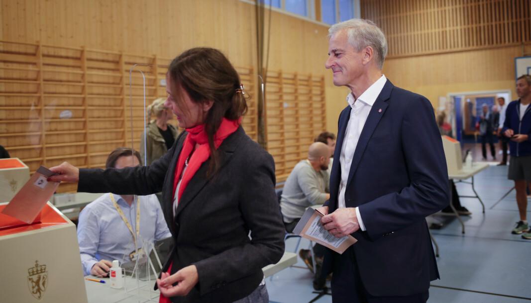 Ap-leder Jonas Gahr Støre og hans kone Marit Slagsvold avga sin stemme i stortingsvalget 2021 på Svendstuen skole søndag formiddag.