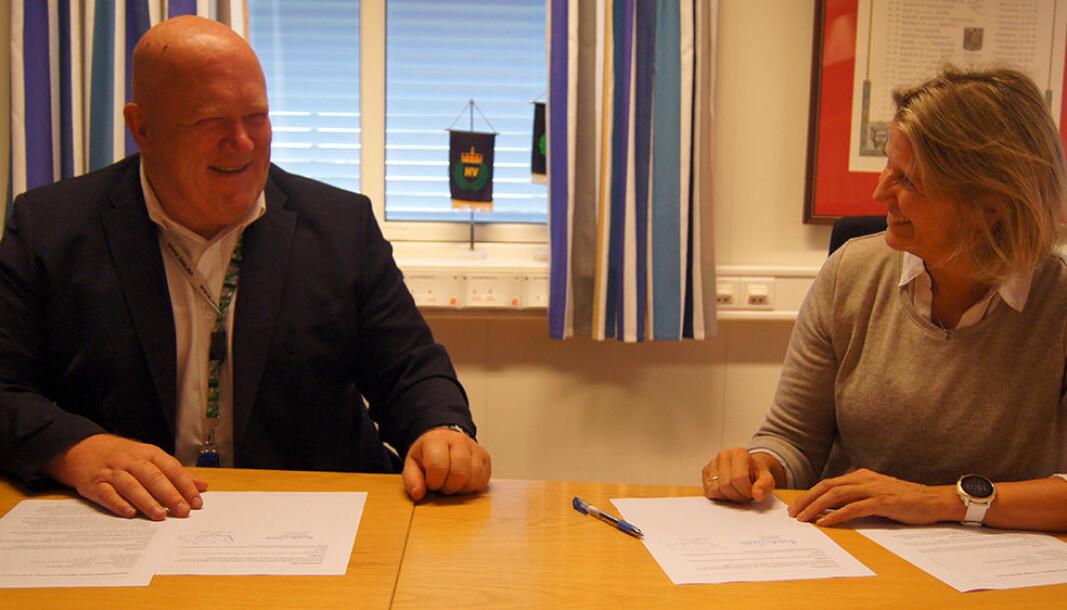 Peer Jacob Svenkerud og Elisabeth Michelsen signerte intensjonsavtalen fredag 10. september.