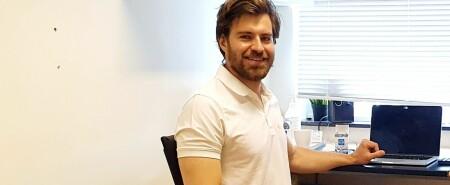 Nils (29) måtte utdanne seg til kiropraktor i utlandet: — Ville vært tryggere i Norge