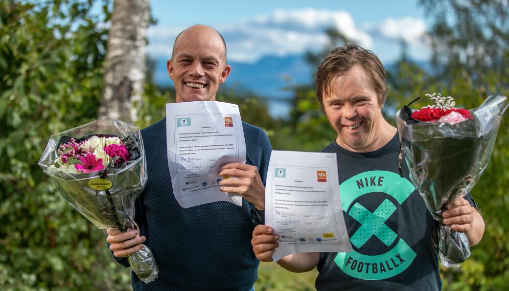 Iver Valved Korsvik (til venstre) og Ole Magnus Oterhals kunne feire det fullførte kurset i strålende solskinn.