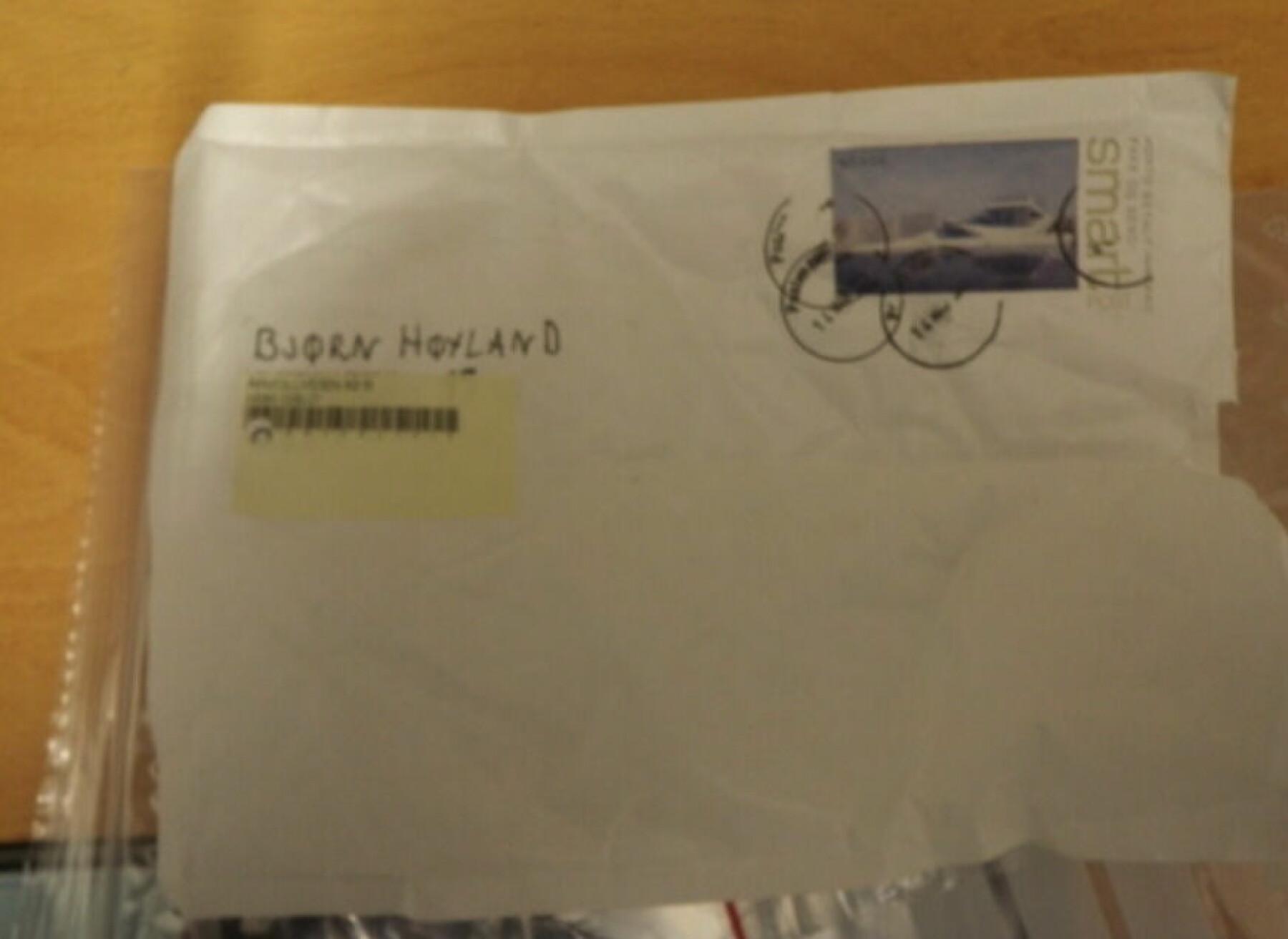 Denne kvite konvolutten låg i Bjørn Høyland si postkasse i slutten av mars 2011.