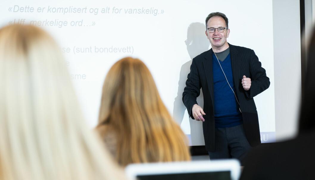 — Jeg planlegger undervisning i mine vanlige emner for våren 2022, sier Øyvind Eikrem, selv om NTNU-styret skal avgjøre avskjedssaken mot han i desember. Her er han på en av høstens forelesninger.