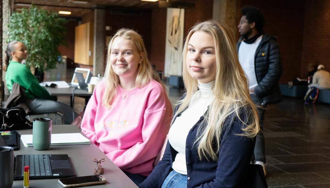 Ebba Andersen (t.v.) og Amalie Larsen (t.h.), som begge studerer ved Universitetet i Oslo, sier at studiestøtten ikke strekker til, spesielt i en by som Oslo.