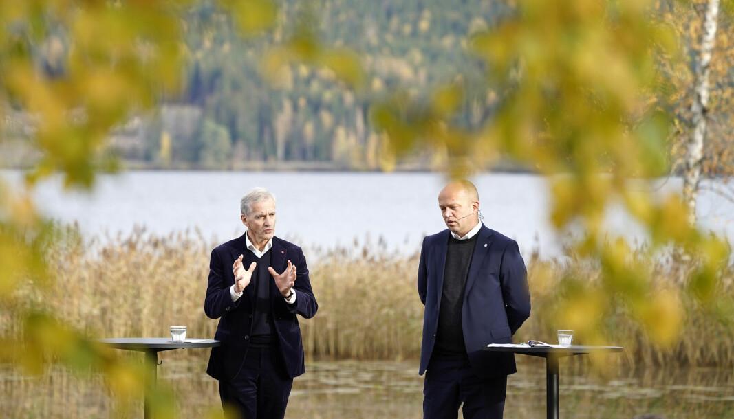 Leder i Ap ,Jonas Gahr Støre, t.v. og leder i Sp, Trygve Slagsvold Vedum, la fram regjeringsplattformen ved Hurdalsjøen hotell onsdag kl 14.