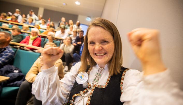Leder for Folkeaksjonen for høgere utdanning på Helgeland, Jenny Myklebust, jubler over seieren.