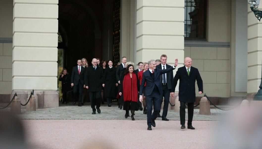 Støre-regjeringen på vei ut fra kongen.