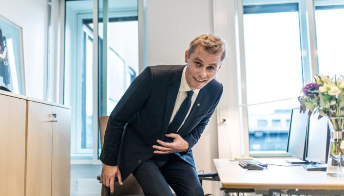 På oppfordring: Ola Borten Moe prøvesitter sjefsstolen.